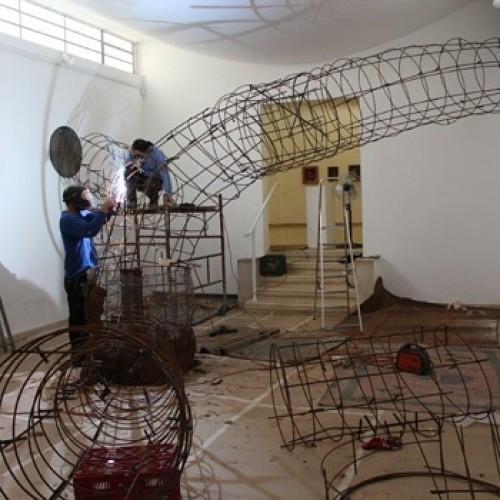התערוכה 'תכנית מגירה', היא מעין פרפורמנס קבוצתי של האמן ביחד עם חברי הקיבוץ. בניית המנהרה בחלל המוזאון מוצגת כעבודת פיסול ומתועדת בסרט.